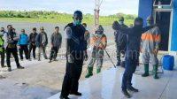 penyemprotan disinfektan bagi penumpang pesawat yang baru tiba di Bandara Mathilda Saumlaki
