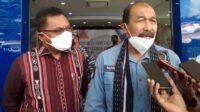 Wakil Ketua DPD RI, Nono Sampono (kanan), bersama Bupati Kepulauan Tanimbar Petrus Fatlolon